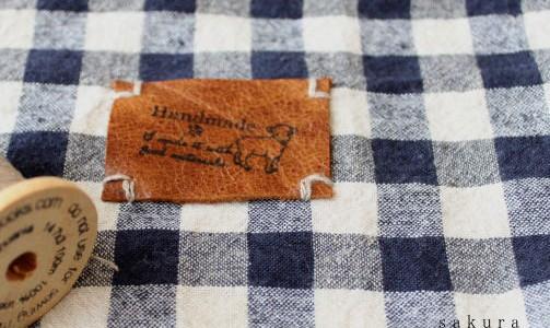 革のタグ手縫い縫い付け