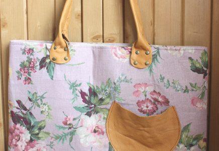 革の持ち手のバッグ
